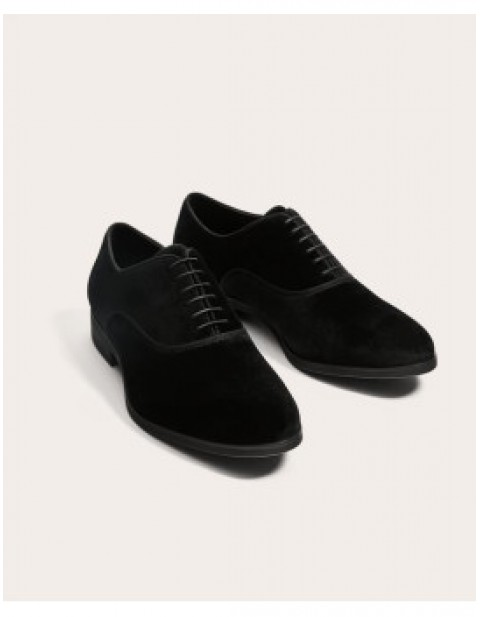 BLACK LACE-UP SUEDE SHOE